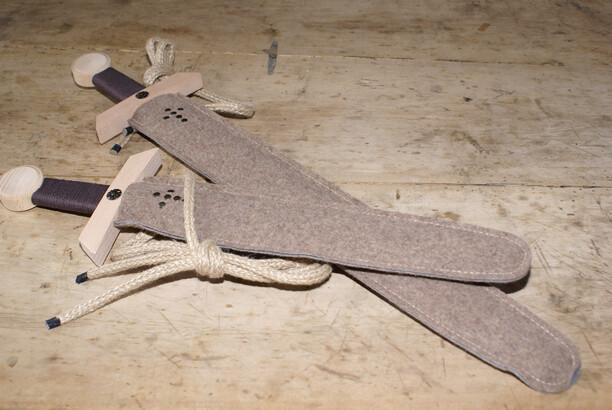 Schwertset; 50 cm Länge Preis: € 15,00; 66 cm Länge Preis: € 17,00