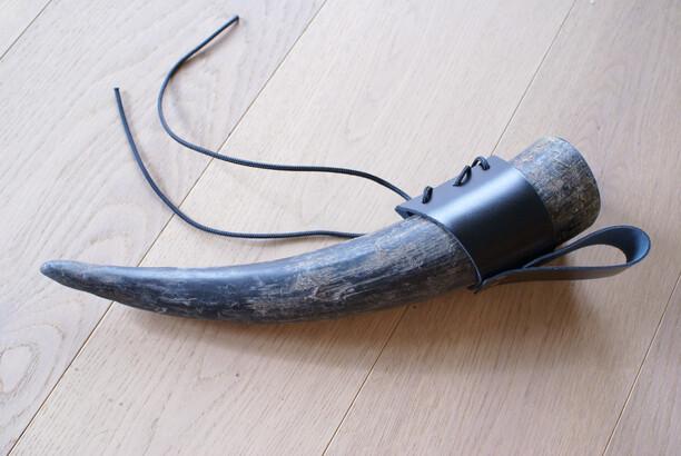 Trinkhorn (0,3 L) mit Halterung für Gürtel