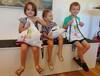 Zufriedene Kinder im Kassaraum
